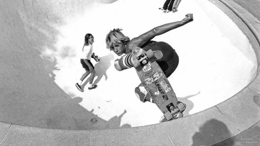 70年代にブレイクしたジェイ・アダムスやトニー・アルバのZboysが現在のサーフスケートの原点